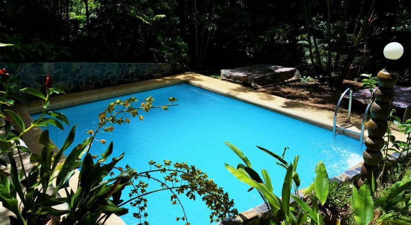 thailand with kids khao sok hotel swiming pool family travel