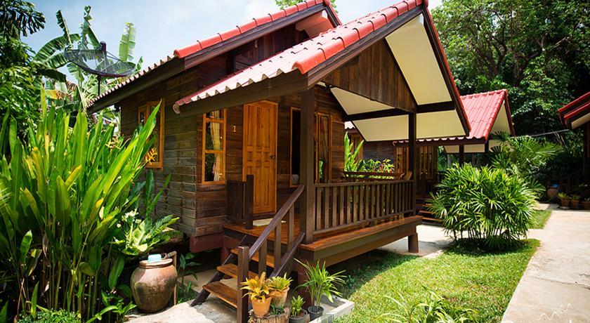 koh samet bungalow family travel thailand kids