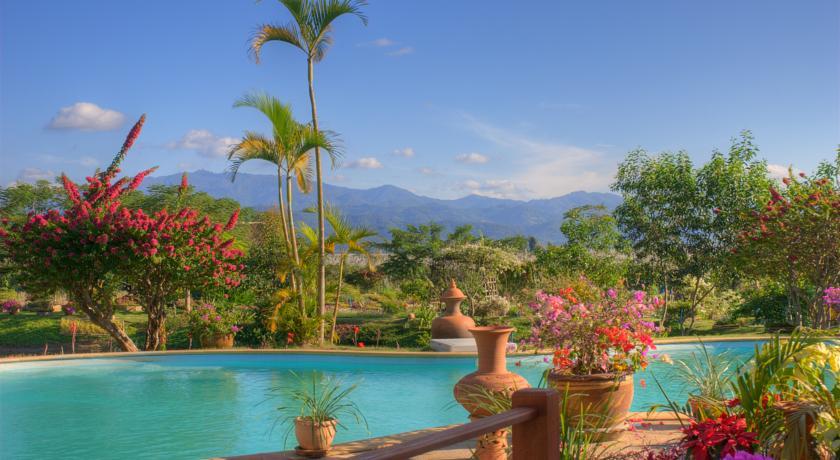 chiang rai hotel swiming-pool thailand family travel with kids