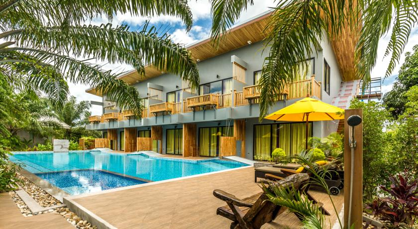 khanom hotel swiming-pool family travel kids thailand