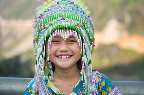 tribu du nord de la thailande - hmong - pai avec des enfants - la thailande avec un ado
