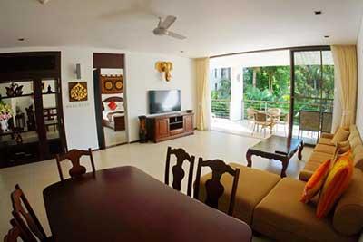 salon-location vacance phuket-bien équipé-television-canapé-jardin