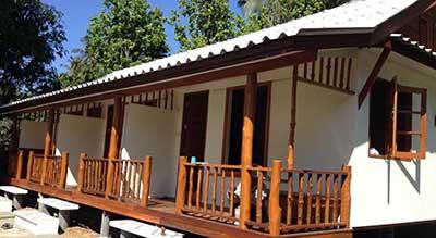 thailande-koh yao-bungalow pas cher-bon plan-famille-cabane-bois-terrasse-rambarde-jardin-arbre