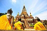 boudha thailande -temple - jaune - pierre - thailande en famille