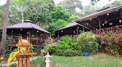 thailande-koh jum-bungalow-bois-pas cher-sympa-jardin-tropical-jungle-singe-acces plage direct