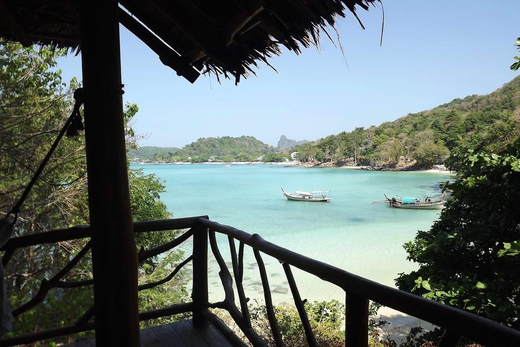 hotel pas cher koh phiphi - bungalow en bois - mer chaude - thailande