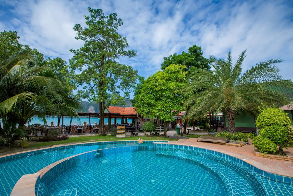 hotel piscine koh phiphi -thailande en famille - jardin exotique - plage tropicale - ile sud thailande