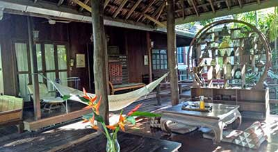 hamac-terrasse en bois-exotique-maison traditionelle thaie